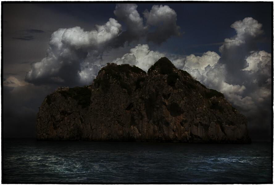 Bill Henson Untitled #13, 2008-09; CL SH650 N4D; archival inkjet pigment print; 127 x 180 cm; Edition of 5 + AP 2; enquire