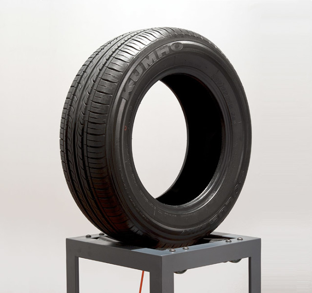 Marley Dawson Endless Loop (Kumho), 2011; steel, polyethylene, mechanics, electrics, rubber; 180 x 64 x 41 cm; enquire