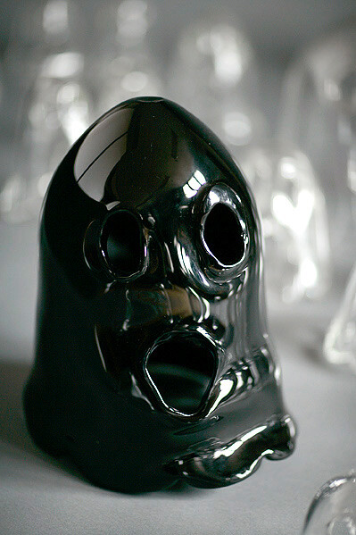 Nell The ghost who walks will never die, 2008; individually hand-blown glass (black); 4 sizes: up to 12 cm; 12-24cm; 24-32cm; 32cm and larger (exact dimensions variable); Edition of 20; enquire