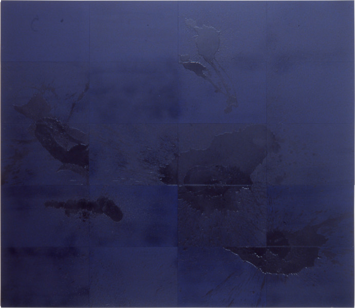 Lindy Lee Chain of Negation, 1999; oil, acrylic and wax on board; 20 panels, 166 x 146.5 cm; enquire