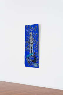 installation view; Dhambit Munuŋgurr Ganbulapula, 2020; 2714-20; earth pigments and acrylic on bark; 173 x 75 cm; enquire