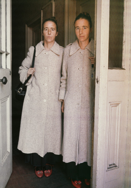 Juliet Darling A Pair of One, Greta and Freda in red shoes, 0; hand printed colour Ilfochrome print from transparency ; 75 x 56 cm; Edition of 5 + AP 2; enquire