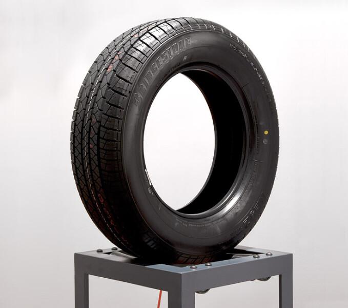 Marley Dawson Endless Loop (Bridgestone), 2011; steel, polyethylene, mechanics, electrics, rubber; 180 x 64 x 41 cm; enquire