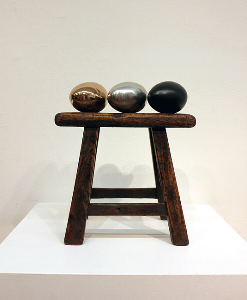 Nell Three on one, 2011; Bronze, wooden stool; 23.5 x 24.5 x 16 cm; Edition of 5 + AP 2; enquire