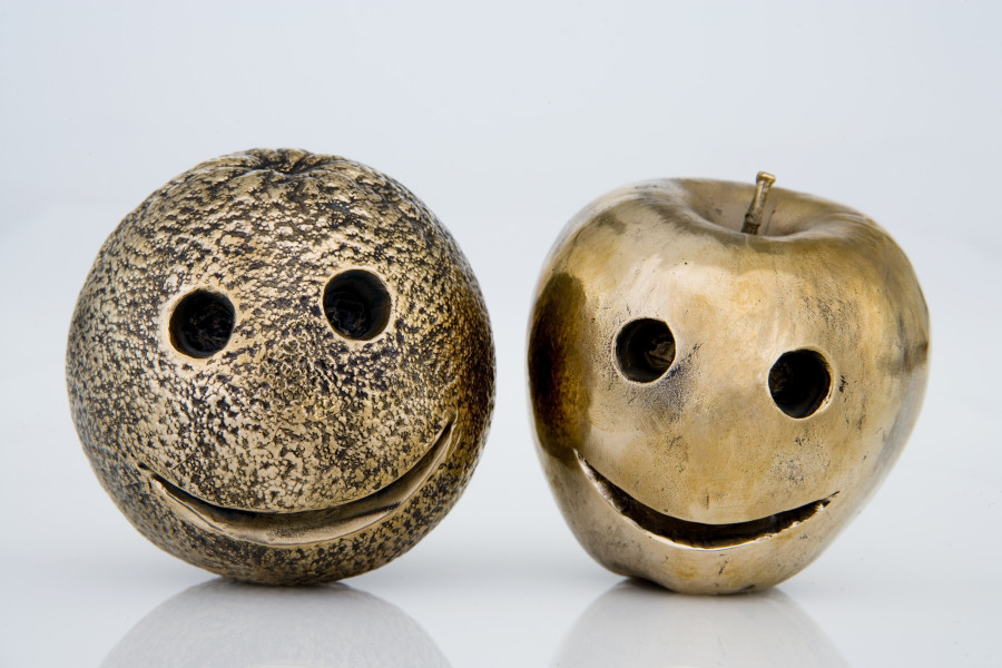 Nell Apples and Oranges, 2007; bronze; apple and orange size; Edition of 5 + AP 2; enquire