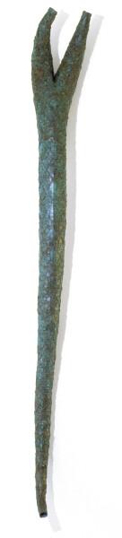 Bronwyn Oliver Fascis, 1989; copper; 206 x 24 x 15 cm; enquire
